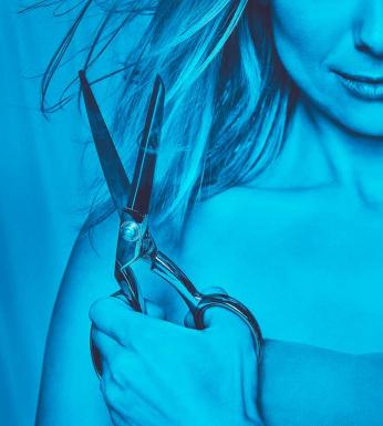 rapunzel. en sax klipper i ett hår